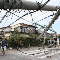 越谷竜巻倒れた電柱